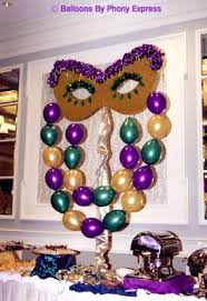 mask made with balloons mardi gras theme soirée