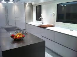plan de travail cuisine blanc brillant plan de travail cuisine pas cher avec plan de travail corian pas