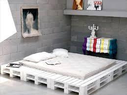 chambre palette 34 idées de lit en palette bois à faire pour la chambre house