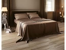 carrelage dans une chambre carrelage imitation bois aequa couleur tur chambre parentale