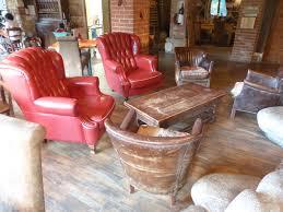 gambar meja restoran pedesaan merah nyaman tertutupi milik