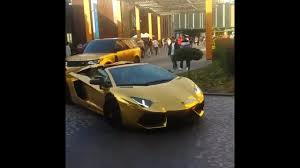 golden lamborghini how they roll in dubai gold lamborghini u0026 range rover youtube