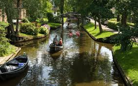 Giethoorn Holland Homes For Sale by There Is A Magical Little Town Where The Streets Are Made Of Water