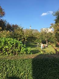 writer in the garden an idiosyncratic literary tour round