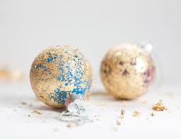 how to make easy decorations with gold leaf