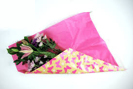 paper wrapped flowers how to gift wrap fresh flowers like a pro
