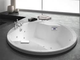 Round Bathtub Beautiful Elegant Round Corian Bathtub For Modern Cozy Romantic