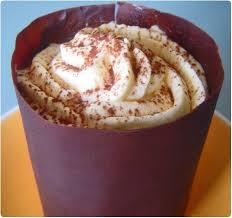 cuisiner le mascarpone mousse mascarpone en coque chocolatée sur moelleux au chocolat et