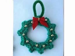 how to crochet a mini wreath ornament