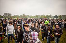 thousands smoke cannabis in hyde park on 420 day to oppose