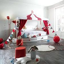 chambre garcon theme voiture decoration chambre garcon agrandir le cirque investit la chambre