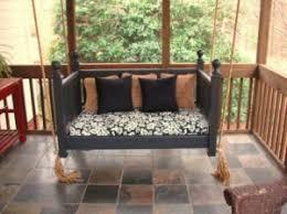 lit transformé en canapé transformez un lit de bébé grâce à ces 16 idées ingénieuses des
