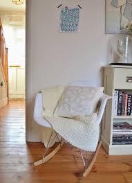 chaise à bascule eames chaise charles eames à bascule avec couverture tricotée douce