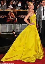 black friday hunger games hunger games catching fire premiere jennifer lawrence drowns her
