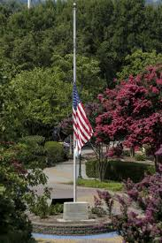 Why Are The Flags Flying Half Mast Fleischmann U0027disappointed U0027 Because White House Hasn U0027t Lowered U S
