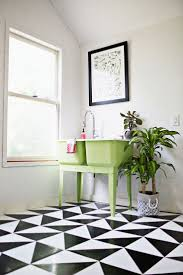 White Bathroom Tile by Best 25 Painting Linoleum Floors Ideas On Pinterest Paint