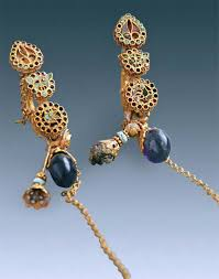 fabulous earrings aristocrat farong wore these fabulous earrings 1 500 years