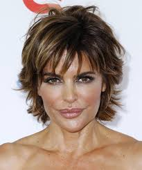 does lisa rinna have fine hair lisa rinna short straight casual hairstyle with layered bangs