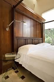 schlafzimmer im kolonialstil moderne residenz aus beton im kolonialstil integriert alte mauerruinen