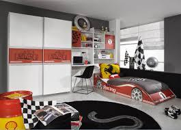 chambre voiture secret de chambre chambre enfant ado le lit voiture