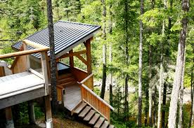 Treehouse Camping Quebec - 8 unbelievable treehouses you can rent in bc this summer narcity