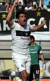 Juan Carlos Ferreyra de Olimpia, celebra tras anotar un gol ante ... - 3443520w-640x640x80