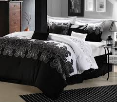 Black And White Bedroom With Color Accents Colors That Go With Black And White Clothes Bedroom Decor For