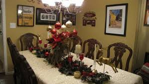 Christmas Dining Room Decorations - fabulous placement of christmas dining room table decorations