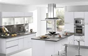 cuisine en blanc cuisine blanche et beige cool carrelage grand format beige with