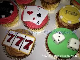 decoration cupcake anniversaire cupcakes sur le thème du casino poker c u0027est pas du gâteau