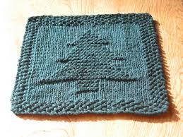 free knitting pattern christmas tree dishcloth a little backwards christmas tree dishcloth