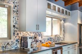 circles kitchen backsplash