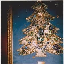 making a costume jewelry christmas tree thriftyfun