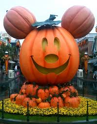 When Do Halloween Decorations Go Up At Disneyland Best 25 Disneyland Halloween Ideas On Pinterest Halloween At