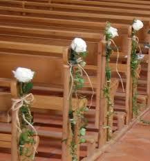 chaise d église on se demande souvent si décorer ou non les bancs ou chaises de l