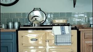 comment transformer une cuisine rustique en moderne aidez moi a moderniser cette cuisine rustique magasin de meubles in