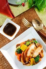 cuisine asiatique poulet sauté avec poulet et légumes cuisine asiatique banque d images et