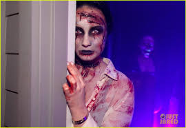 How To Look Like A Zombie For Halloween Demi Lovato Dead Zombie Halloween Costume Photo 2984127 2013