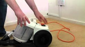 Vax Vaccum Cleaner Vax C88 W1 B Bagless Cylinder Vacuum Cleaner A Novice Review
