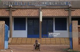 un bureau de poste et télécommunications pictures getty images