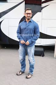 photos aamir khan shoots with his dangal daughters and is