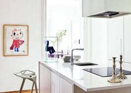 plan de travail design cuisine cuisine blanche design plan de travail laqué blanc évier noir
