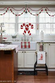 Christmas Kitchen Curtains by Best 25 Christmas Kitchen Ideas On Pinterest Christmas Decor