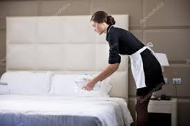 hotel femme de chambre femme de ménage faire lit photographie stefanolunardi 4363376