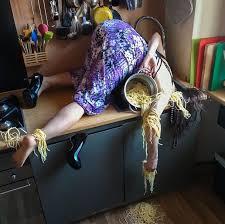 humour cuisine chute femme cuisine spaghettis daily