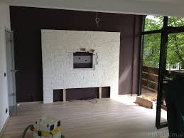 Beleuchtung In Wohnzimmer Steinwand Wohnzimmer Home Design Helles Wohnzimmer Im Weiß Und