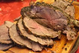 cuisiner un gigot d agneau au four gigot d agneau rôti au four et aux herbes au fil du thym