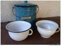 pot de chambre ancien histoire de wc latrines et autres lieux d aisance histoires d