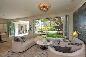 how to become a high end real estate agent cindy crawford s new beverly hills home htons real estate showcase