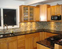 what color countertops with oak cabinets oak cabinets with granite countertops elegant colors sasayuki com